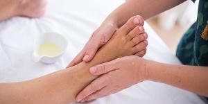 abhyanga massage pic by Fernando Stankuns